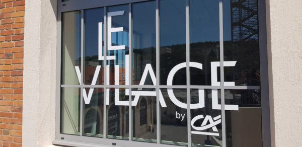 Impression dégradé sur ultraclear + décor en adhésif blanc – LE VILLAGE BY CA à St Etienne