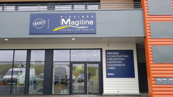 Enseigne et signalétique intérieure – PISCINES MAGILINE à Andrézieux-Bouthéon